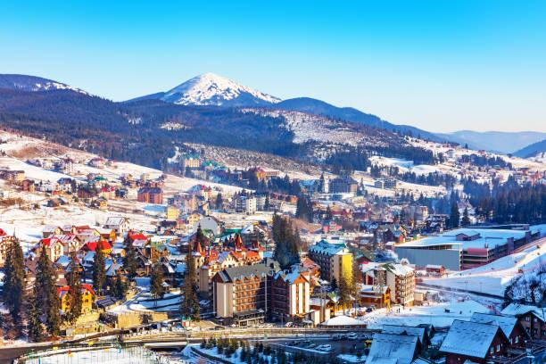 겨울 스키 리조트 bukovel, 우크라이나 - 카르파티아 산맥 뉴스 사진 이미지