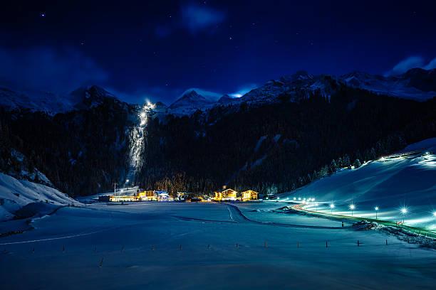 Winter ski resort Hintertux bei Nacht, Tirol, Österreich – Foto