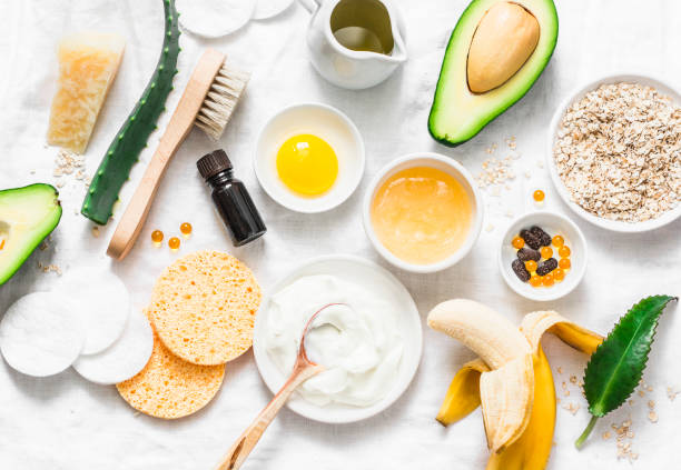 winter skin care. homemade natural ingredients for a nourishing face mask on a light background, top view. flat lay - aveia alimento imagens e fotografias de stock