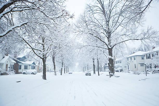 winter snow storm scene in residential district of midwest usa - cold street bildbanksfoton och bilder