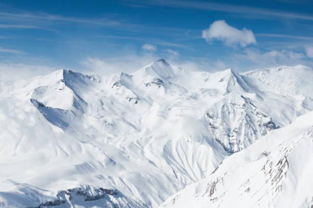 겨울 설 산입니다. 코 카 서 스 산맥, 조지아, gudauri - mountain top 뉴스 사진 이미지