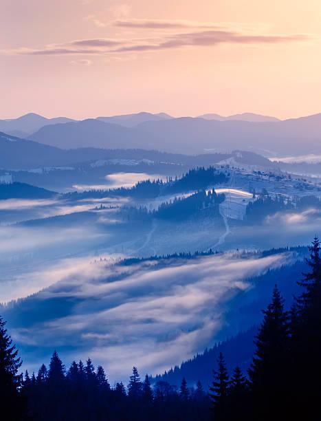 Winter-Sonnenaufgang in den Bergen – Foto