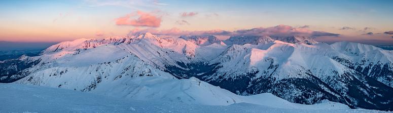 Sonnenuntergang Winterpanorama Tatragebirge Landschaft Polenslowakei Stockfoto und mehr Bilder von Abenddämmerung
