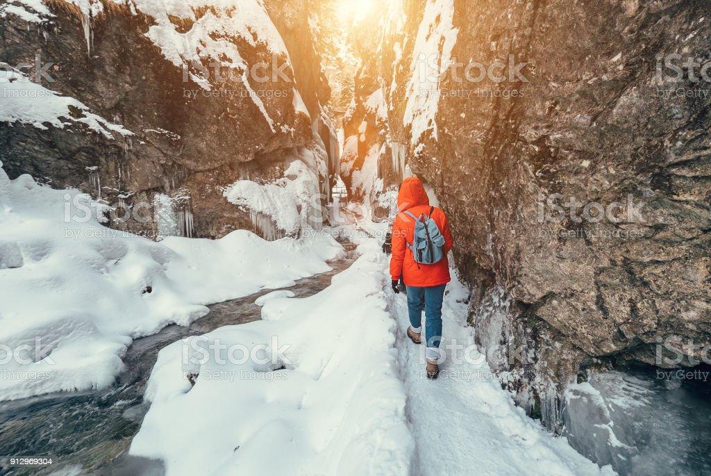 Winter-Reisenden im Schnee Berg canyon – Foto