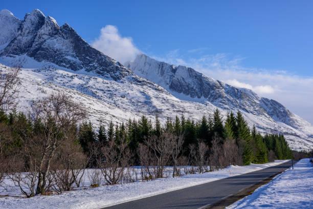 Winter-Blick auf Gebirge in Norwegen – Foto