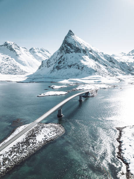 opinião do inverno da ponte nos consoles de Lofoten - foto de acervo