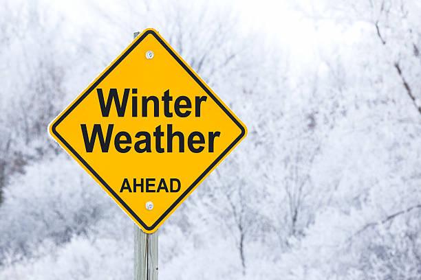 Winter Voraus Straßenschild – Foto