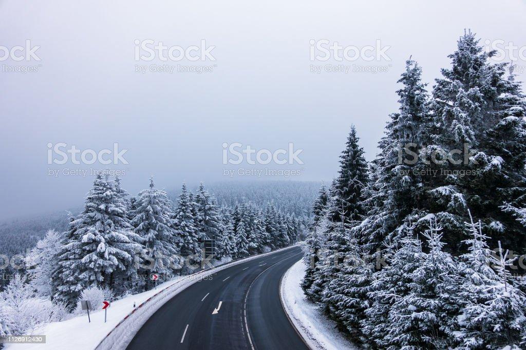 Winter mit Schnee im Thüringer Wald in der Nähe von Oberhof, Deutschland – Foto