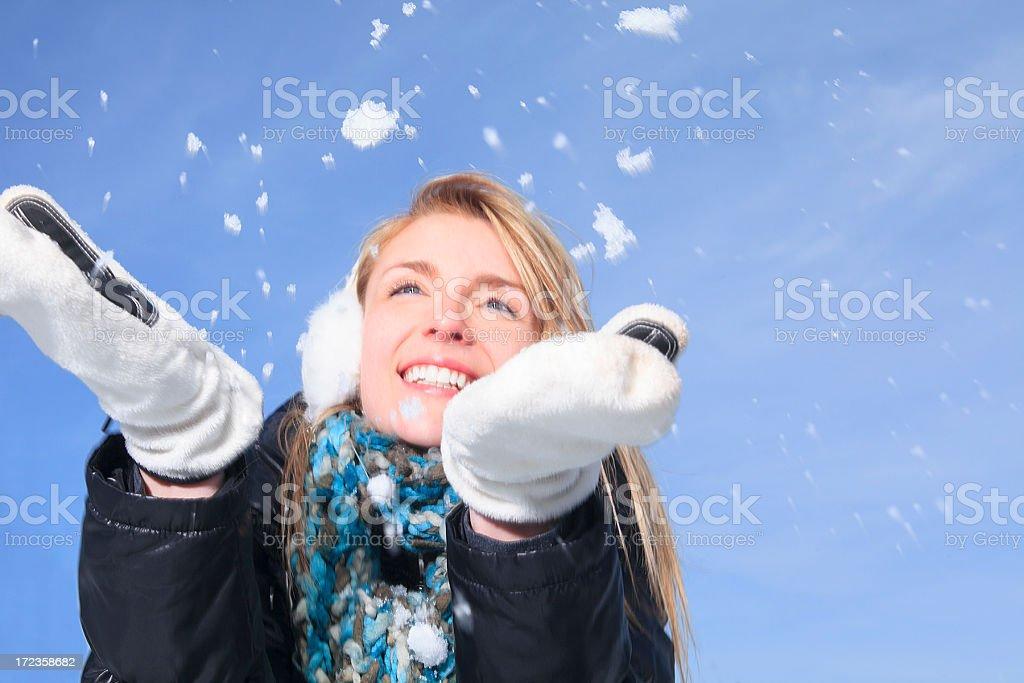 Mujer de invierno ideal nieve cielo foto de stock libre de derechos