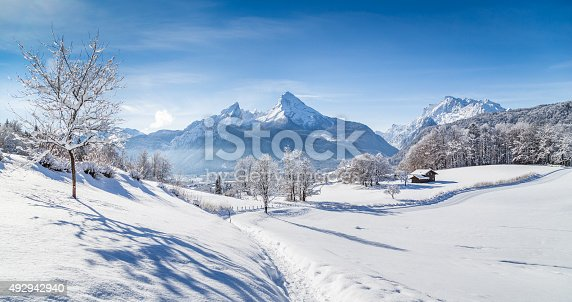 istock Winter wonderland scenery with hiking trail in the Alps 492942940