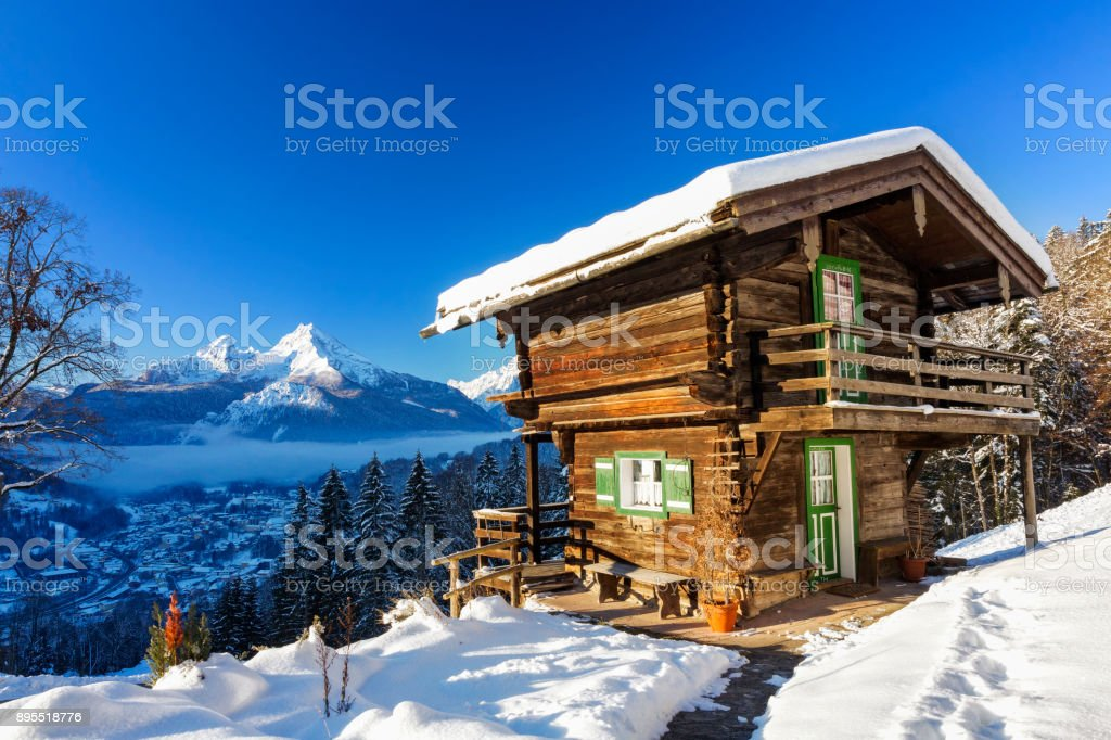 Winter-Wunderland mit Berg-Chalet in den Alpen - Nationalpark Berchtesgaden – Foto