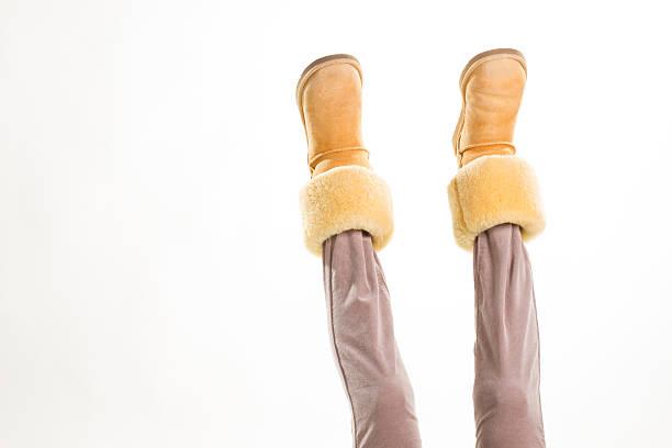 winter gelben schuhe. - lammfellstiefel stock-fotos und bilder