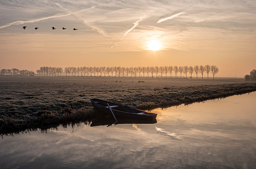 Mistige winterochtend in Kaag en Braassem in het Groene Hart van Nederland