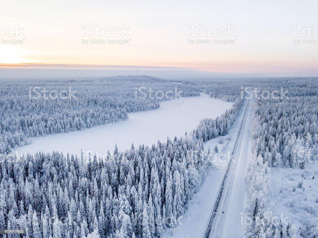 Winterlichen Straßen in Finnland – Foto