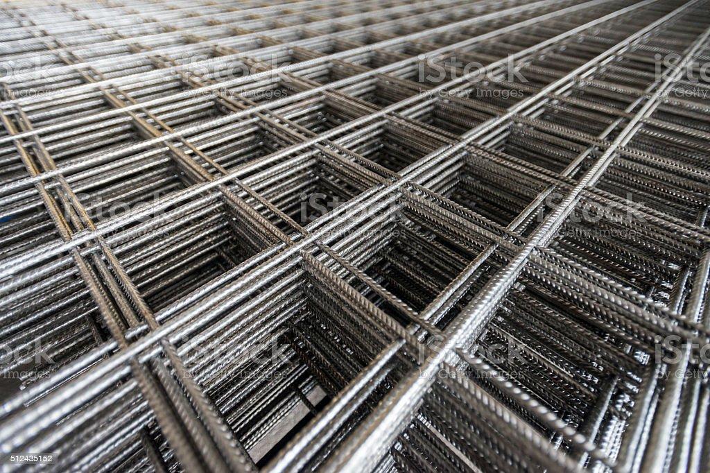 Malha de arame para construção trabalho. - foto de acervo