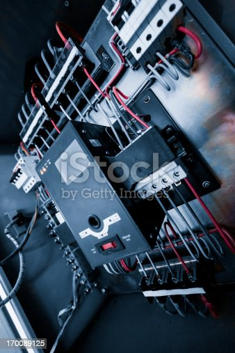 istock wires in box 170089125