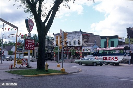 Wisconsin Dells, Wisconsin, USA, 1977. Street scene in Wisconsin Dells. Shops, cars, tourist attractions.