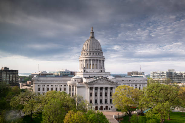 Wisconsin State Capital Exterior Late afternoon photograph of the Wisconsin State Capital in Madison. wisconsin state capitol stock pictures, royalty-free photos & images