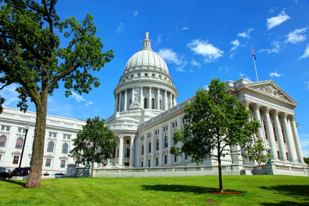 Wisconsin State Capitol Madison is the capital of the U.S. state of Wisconsin and the county seat of Dane County. dane county stock pictures, royalty-free photos & images