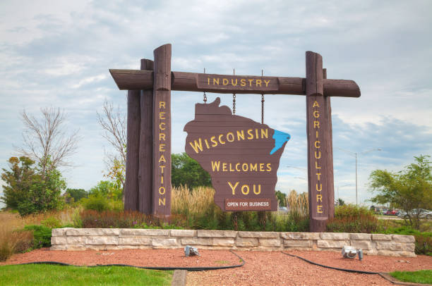 wisconsin welcomes you sign - place sign stock pictures, royalty-free photos & images