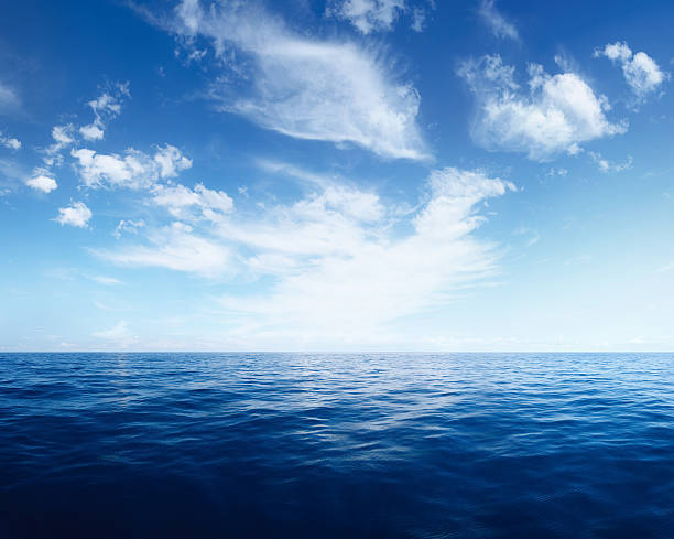 wispy clouds over deep blue ocean - horizon stock pictures, royalty-free photos & images