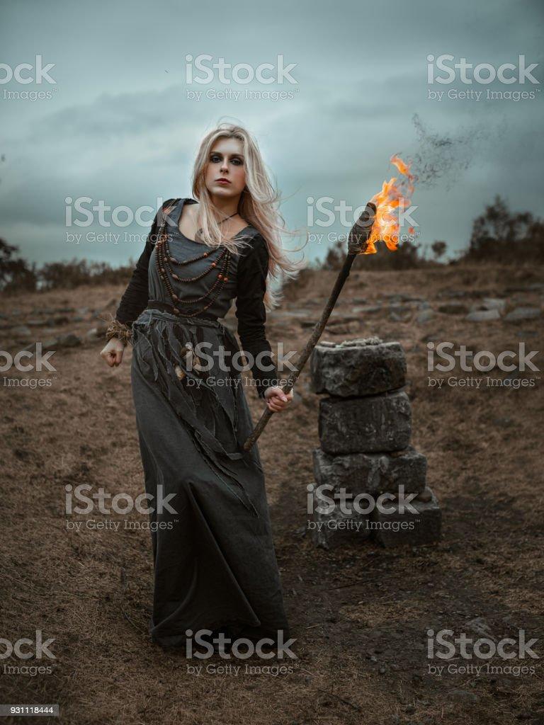 Uzun siyah elbise cadı - Royalty-free Antik Stok görsel