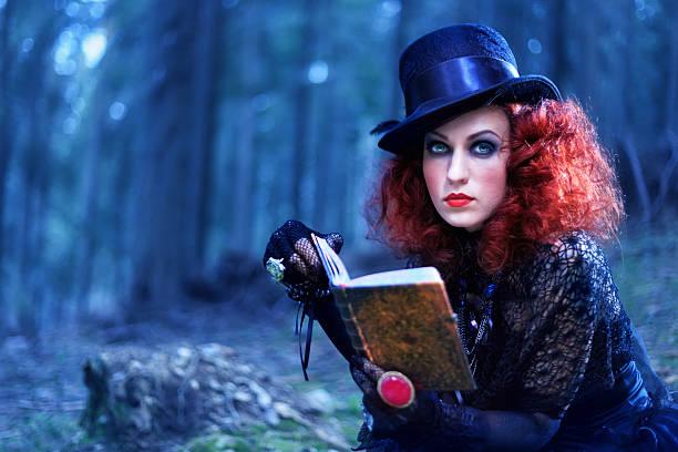 hexe in den wald. halloween-motiv - filmplakate stock-fotos und bilder