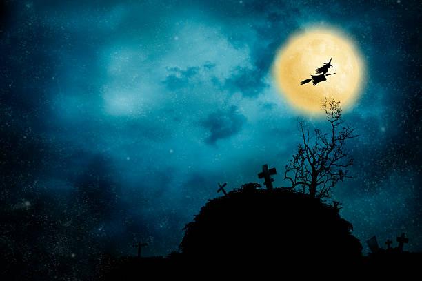 hexe reiten einen besen - halloween grabsteine stock-fotos und bilder