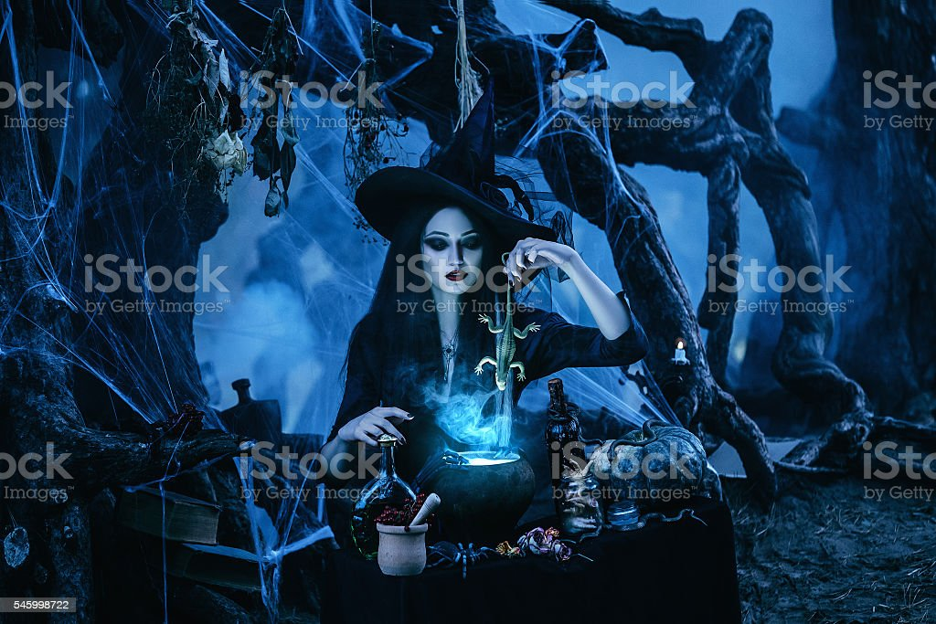 witch to conjure and decided - foto de stock