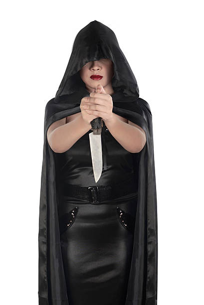 Witch woman holding knife and wearing black costume - foto de stock