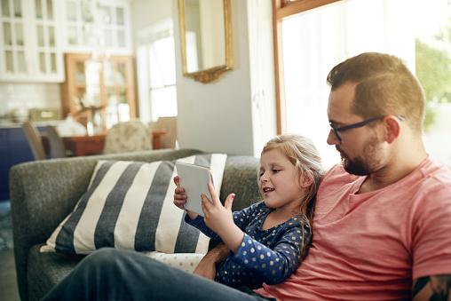 Wifi 온다 엔터테인먼트의 많은 가정 생활에 대한 스톡 사진 및 기타 이미지