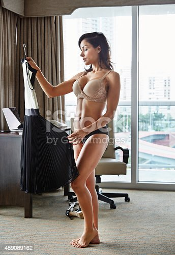 Shot of a woman getting dressed in her hotel roomhttp://195.154.178.81/DATA/i_collage/pu/shoots/805617.jpg