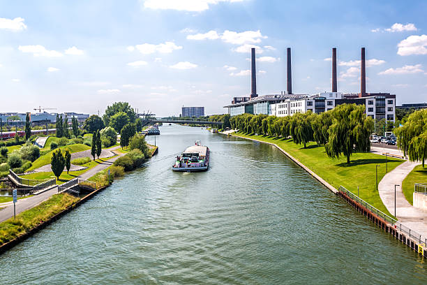Wolfsburg Skyline Wolfsburg Skyline with power plant lower saxony stock pictures, royalty-free photos & images