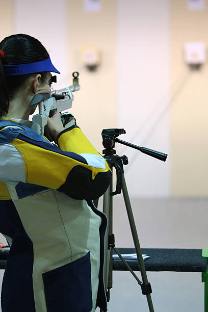 Frau Zielen die pneumatische air rifle – Foto