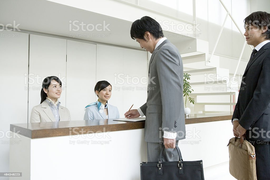 女性と businessmanat 企業のレセプション ストックフォト