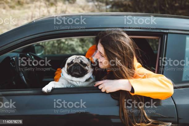 Woman and dog on road trip by car picture id1140578275?b=1&k=6&m=1140578275&s=612x612&h=k svociq5wjnktrjggr34tuhyrd 1kbrg2eu1ezmz8q=