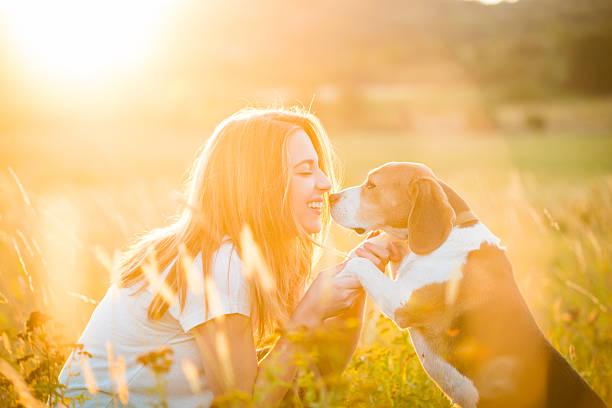 Frau und Hund – Foto