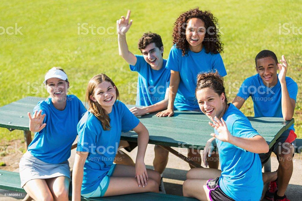 Femme ET groupe d'adolescents - Photo