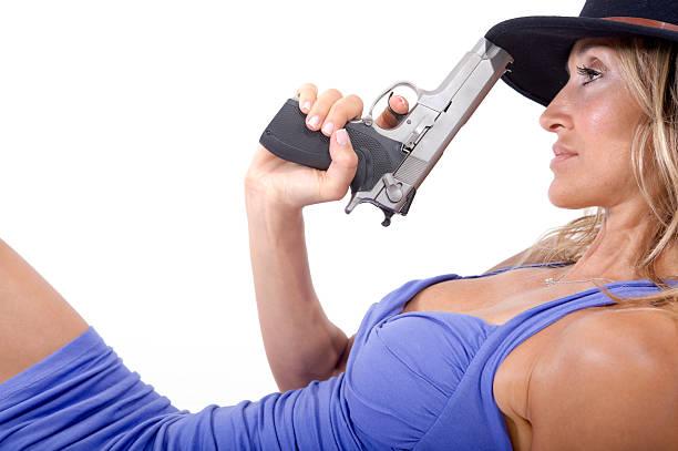 Kobieta i gun – zdjęcie