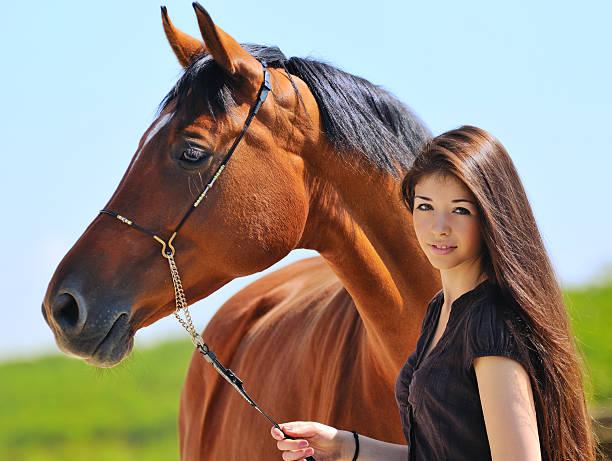 Junge Mädchen und Pferd – Foto