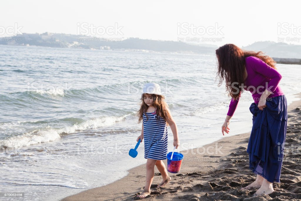 Woman and Little Girl playing together - foto stock