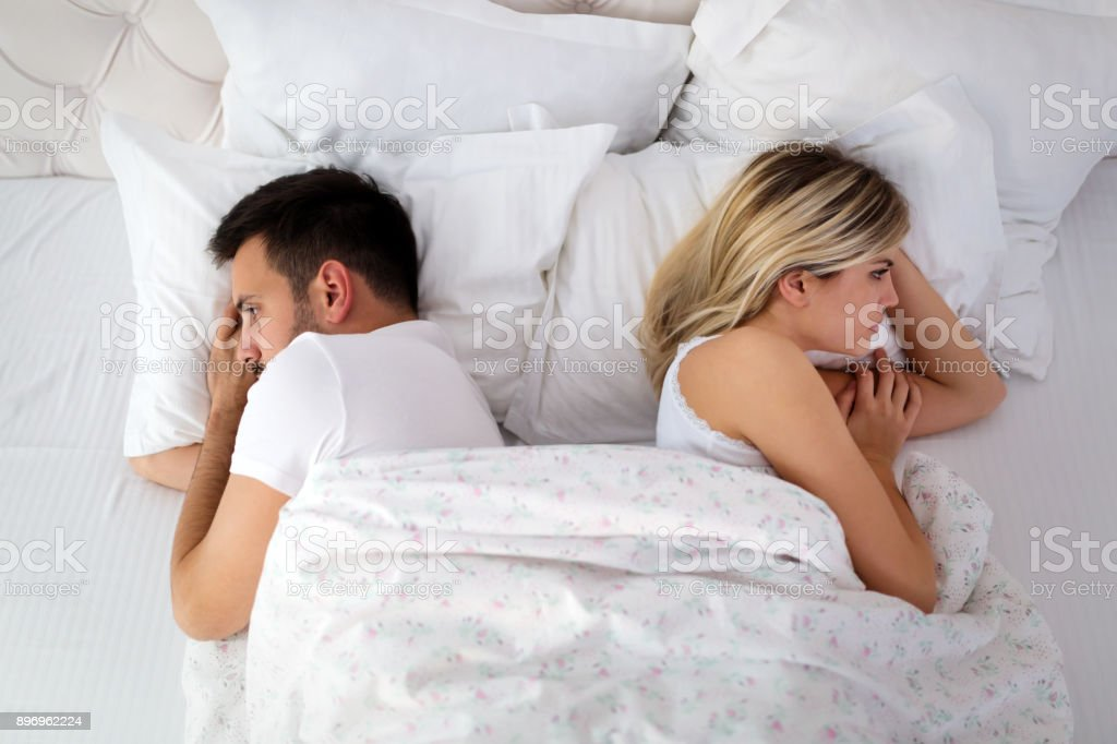 Frau und Mann mit Konflikt und Krise – Foto