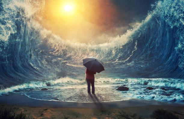 woman and tidal wave - surrealistyczny zdjęcia i obrazy z banku zdjęć