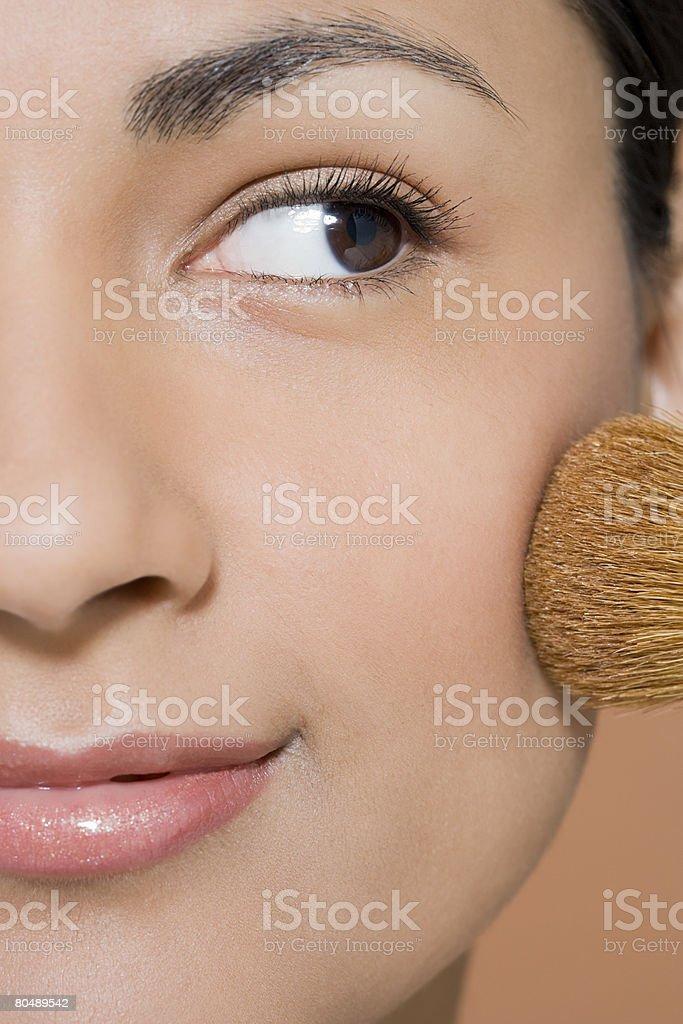 A woman applying blusher 免版稅 stock photo