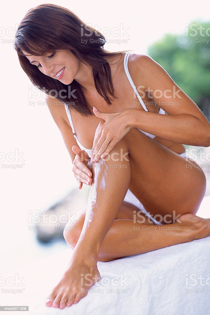 Woman applying cosmetic cream royalty free stockfoto