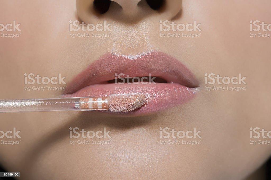女性は口紅をつけ ロイヤリティフリーストックフォト