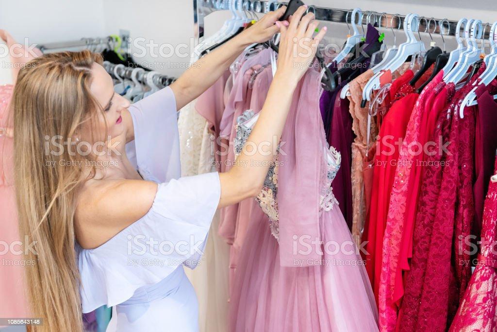 Stock Vestido Mujer Y Más Banco Foto De Arreglo Noche oBexrdC