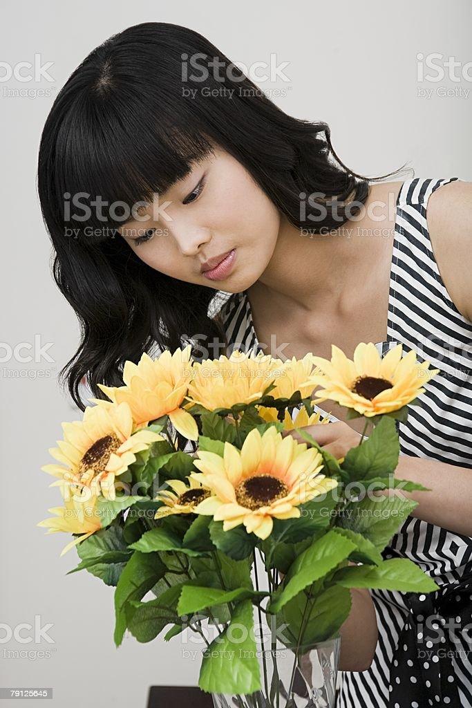 Woman arranging yellow flowers 免版稅 stock photo