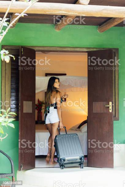 Woman arriving at hotel room with suitcase picture id1082344166?b=1&k=6&m=1082344166&s=612x612&h=q5qjqz3ddod9xgt5abtwa9omzrr3p vftxi4hozfvgs=