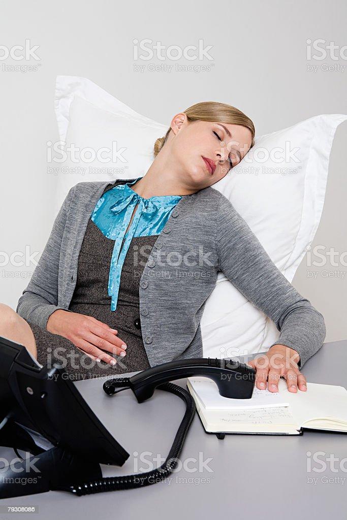 여자 수면, 책상 royalty-free 스톡 사진